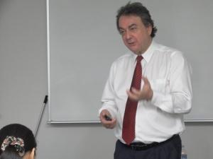 マイケル教授講義.jpg